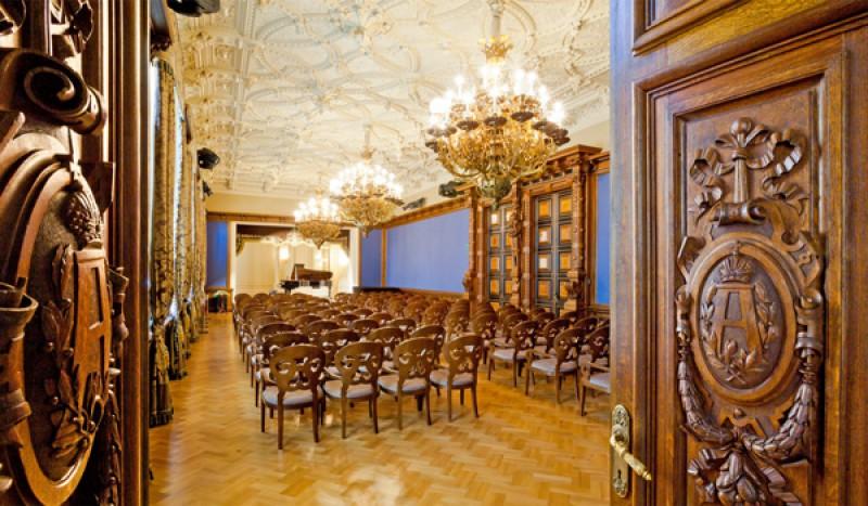 зал Санкт-Петербургского